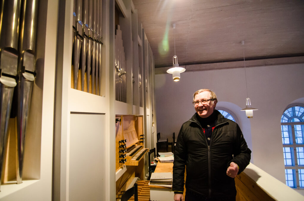 Listening to stories about history of Utsjoki from the Vicar