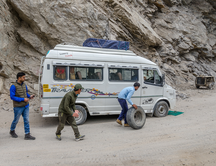 Tyre puncture on the dusty trail of Spiti mountains!