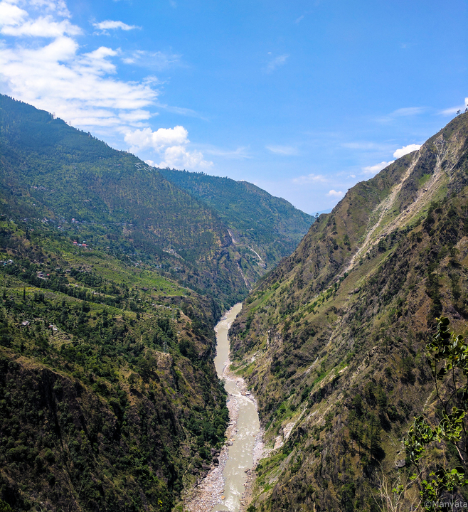 The starting of the Satluj, meeting its tributaries in Kinnaur valley before heading on and leading our way. Satluj keeps you company almost all the way and you see it grow from the small stream here to the mighty river that we know!