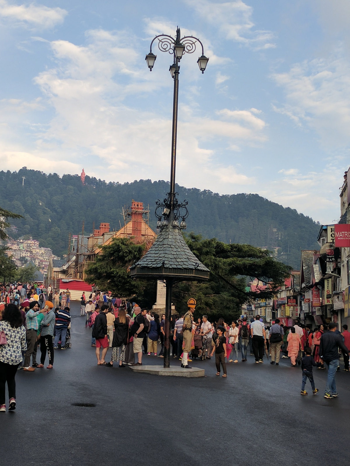 A chowk (center of the crossroads) in town, with roads leading towards the Mall Road of Shimla, heritage walks and local town. Best views to be found from this spot, notice the traffic policeman in traditional garb, and tourists all around!