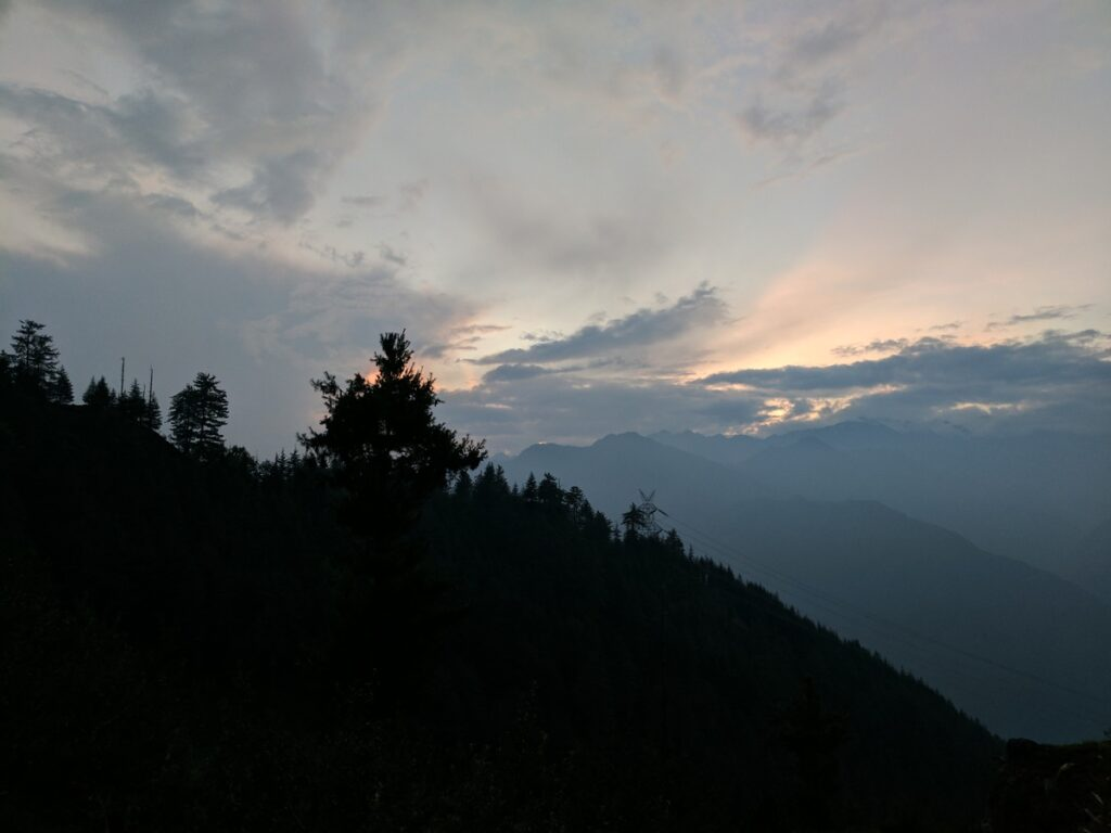 It became much too dark, very fast and we could not reach the end of our hiking trail. Clouds prevented us from witnessing the sunset but the dramatic patterns of lights they create are enchanting in their own right...